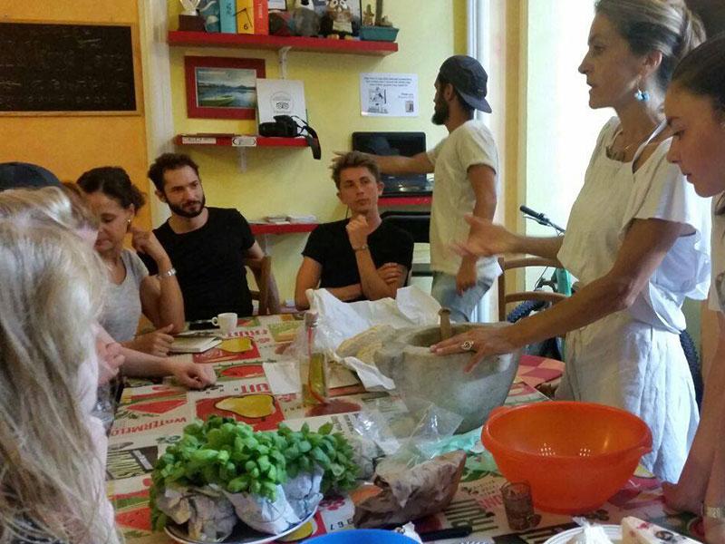Viaggiatori mangiano, Manena Hostel